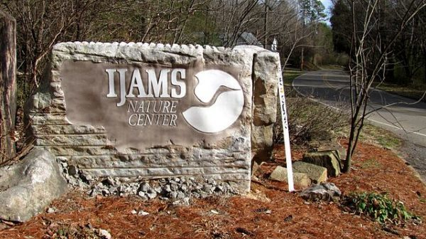 Sign at the entrance to the Ijams Nature Center in Knoxville, Tennessee, USA